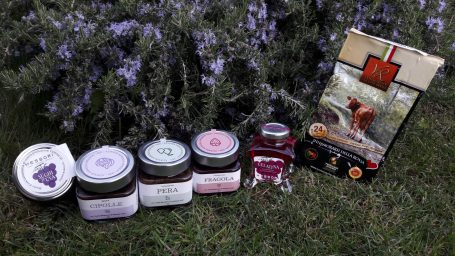 Discover the products of our Emilian Pantry      available on the farm